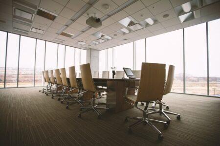 誰もいない会議室